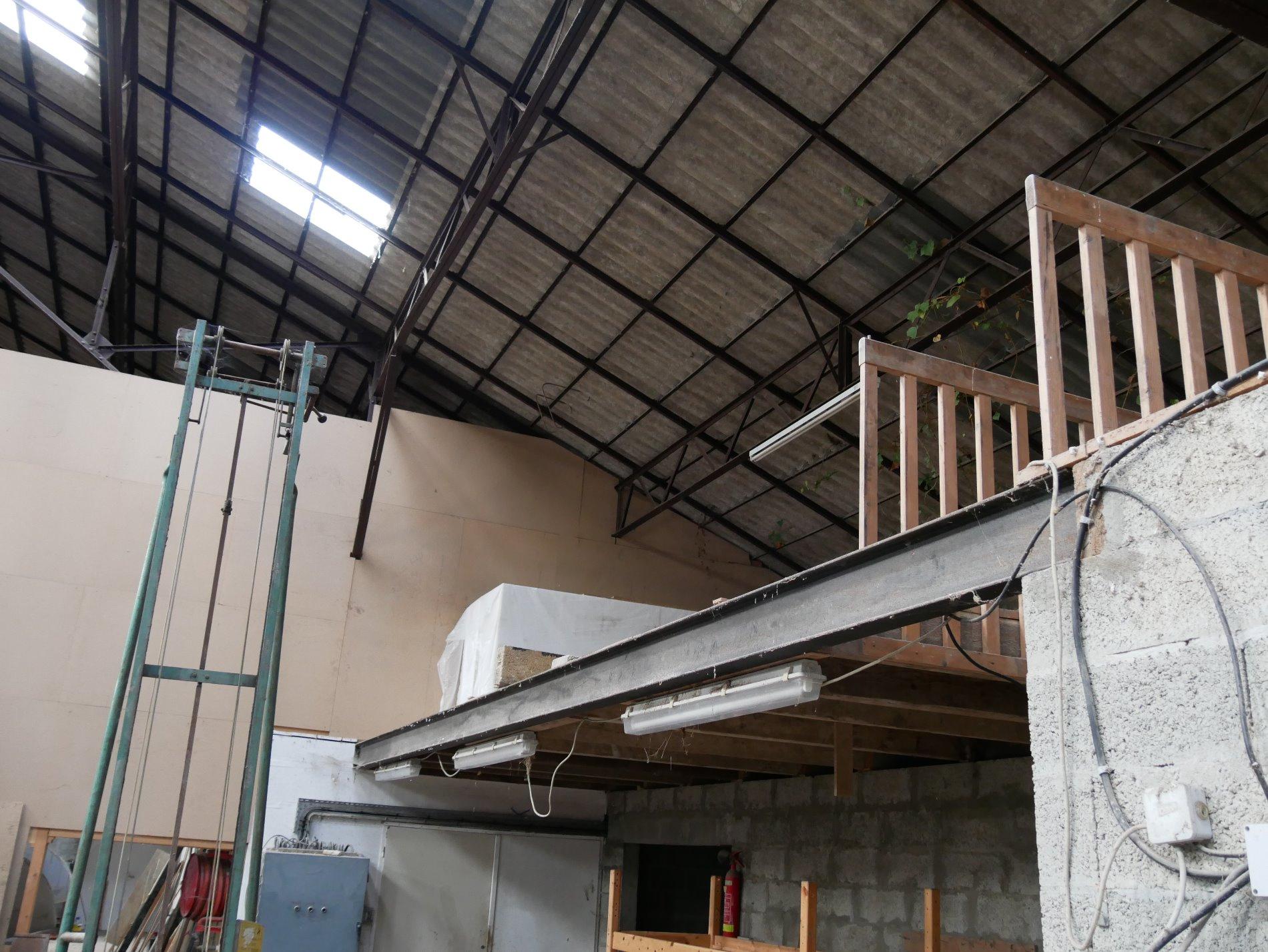 vente batiment industriel ou pour cr ation loft. Black Bedroom Furniture Sets. Home Design Ideas